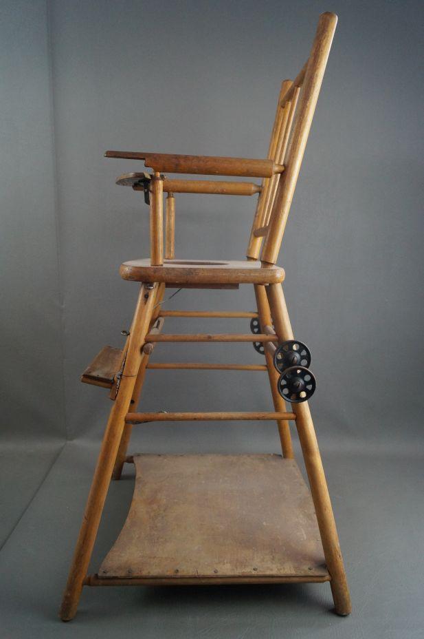 antiker kinder holz hochstuhl verwandelbar zum. Black Bedroom Furniture Sets. Home Design Ideas